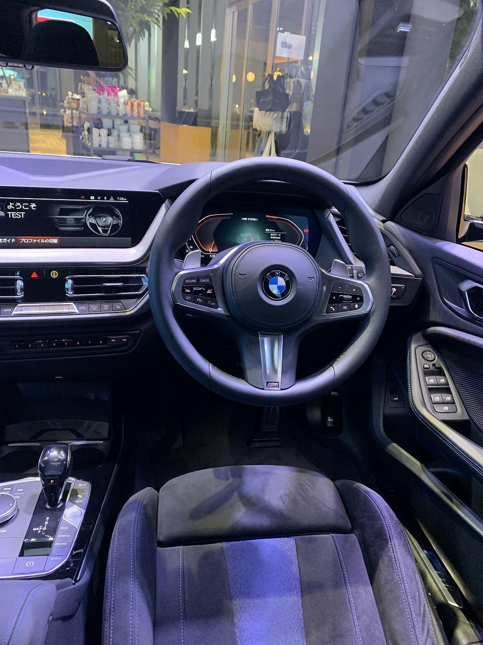 新型1シリーズ(F40)FF化に伴う右ハンドル仕様車の運転席周りのBMWならではのこだわり!!