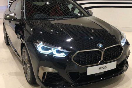 BMW2シリーズグランクーペ(F44)ワールドプレミア前のブラックボディM235iのリアル写真がリーク!?