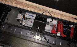 BMW5シリーズツーリング(G31)のバッテリー位置は?BMW純正バッテリー充電器で充電しました^^