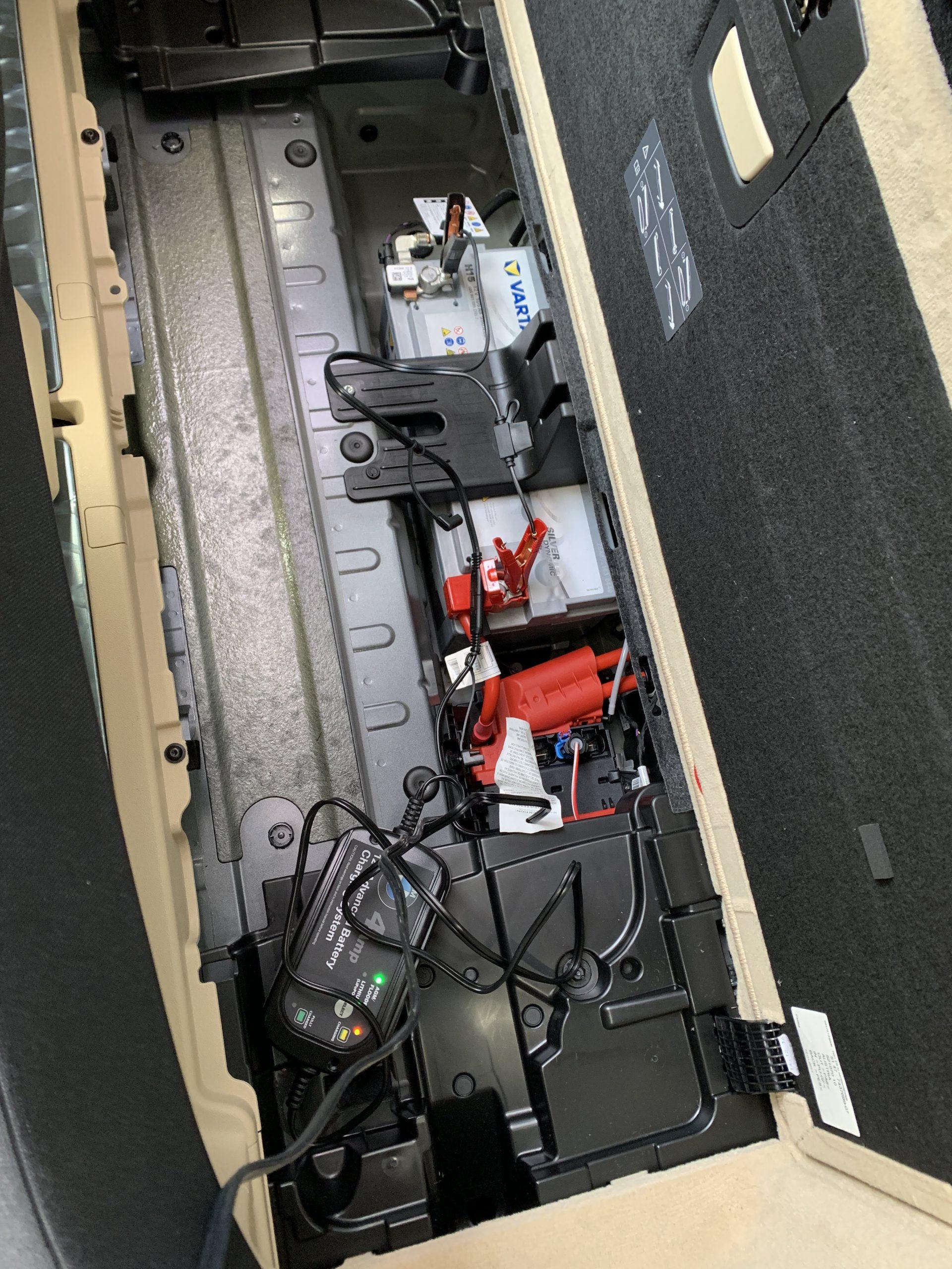BMW5シリーズツーリング(G31)のバッテリーを充電しました^^
