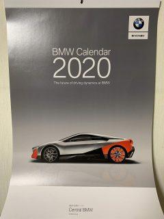 BMWディーラーオリジナル2020年壁掛けカレンダーを部屋に飾りました♪