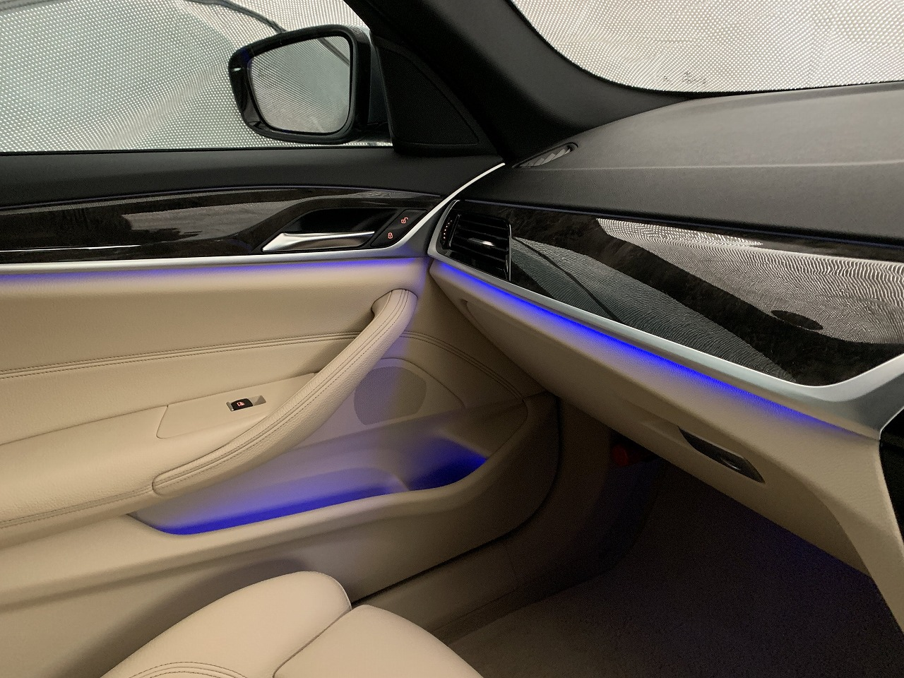 BMW5シリーズツーリング(G31)のアンビエントライトは6色・11パターンあり迷いますw