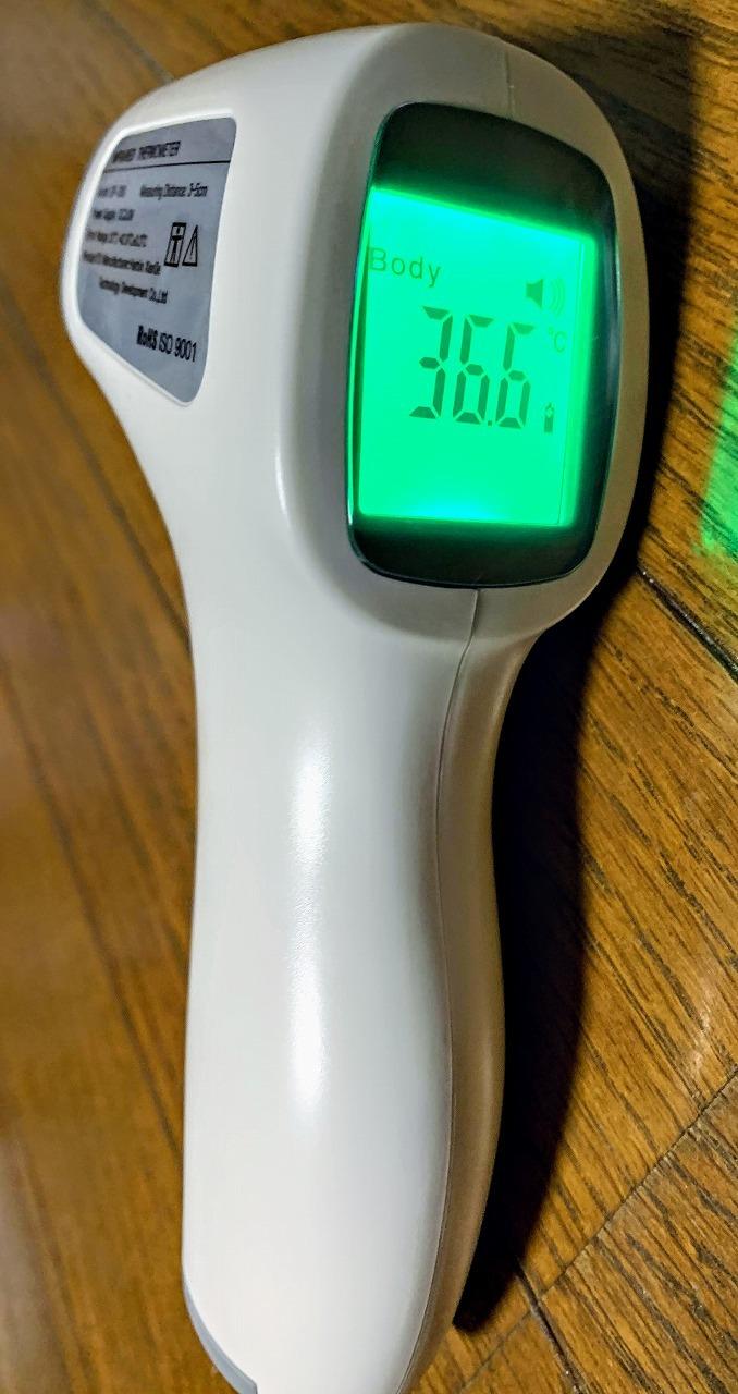 体温計 おでこ で 測る