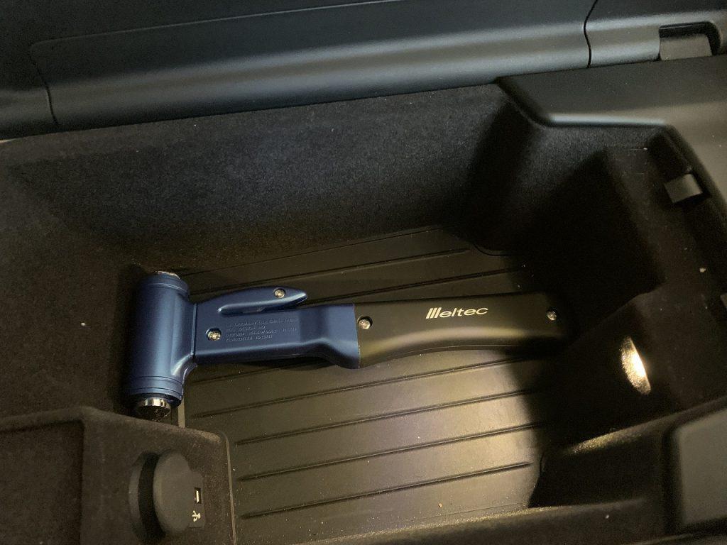 備えあれば憂いなし!シートベルトカッター付き「脱出用ハンマー」を買って愛車BMW G31に入れときました^^収納場所は?