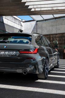 BMW3シリーズツーリング(G21)にも「318i」を追加!お買い得感あるがMスポーツは1点セダンと装備差あり。