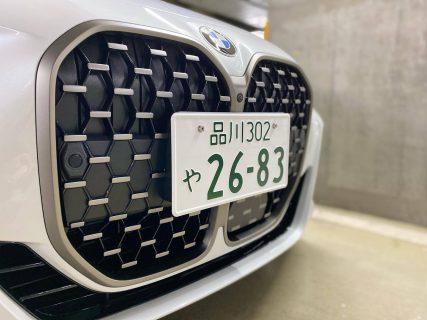 ホワイトボディに日本のナンバープレートがつけた実車の写真をAbe BMWディーラーさんが公開してますね^^