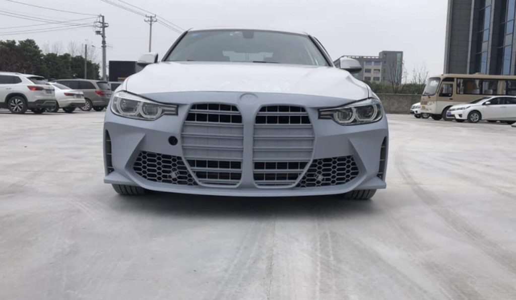 BMW3シリーズ(F30)用のM4(G82)巨大キドニーグリル風社外バンパーが登場!!ニーズ無さそう(^_^;)