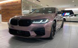 ロールスロイスの薄紫ボディカラーのBMW INDIVIDUALカラーのBMW M5(F90)LCIモデルがオシャレ!