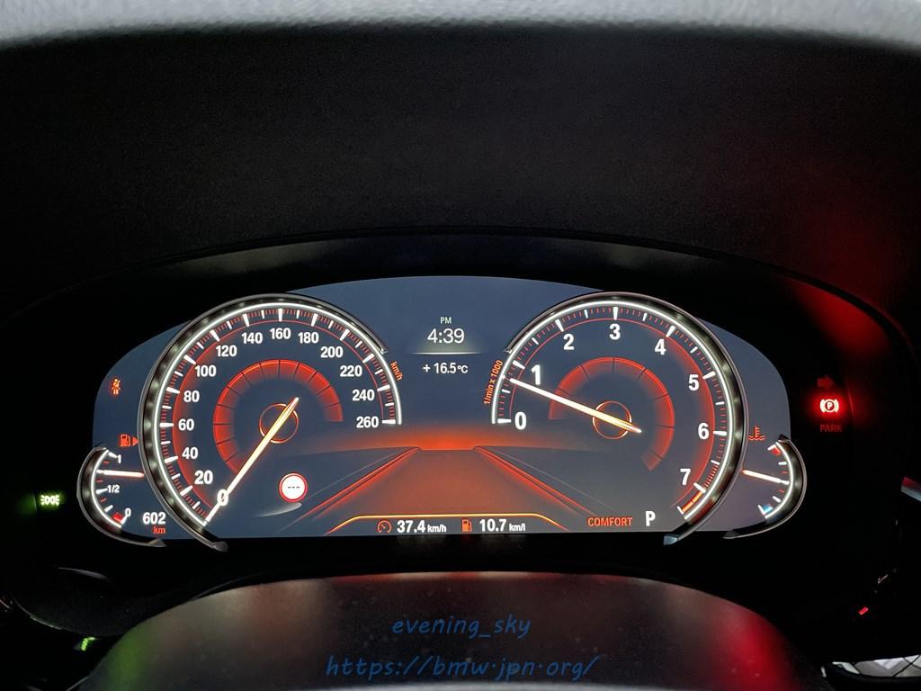 愛車BMW G31のディスプレイメーターパネルの時計表示をアナログからデジタルに変更しました^^見易くてよいですね♪