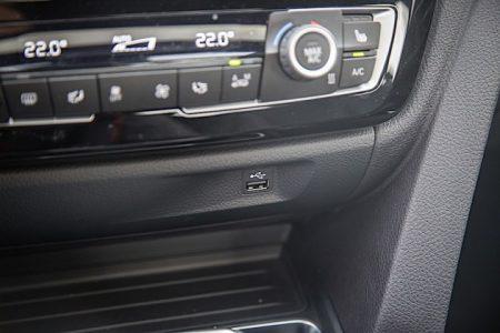 BMW F3X,F8X系用USBポート移設キット!