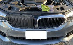 愛車BMW5シリーズツーリングのキドニーグリルを交換する為に外してみました。G30・G31のグリルの外し方は簡単ですね♪