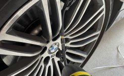 コロナ自粛中で愛車BMW G31に乗る機会も減っているのでバッテリー充電とタイヤ空気圧調整しました(^_^;)