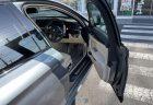 BMWのドアの開閉角度について。5シリーズは3段階ですが、7シリーズは特別で強風や開きすぎ防止に考慮されています。