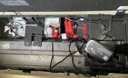 雨が多く全然愛車BMW G31に乗れてないのでバッテリー上がり対策のためBMW純正バッテリー充電器で充電しました(<em>^^</em>)