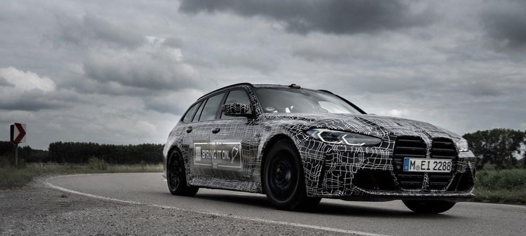 New BMW M3ツーリング(G81)をBMW MがSNSで公式リーク!「Bring it On」(かかってこい)ステッカーで煽る(*^^*)