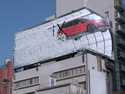 わき見注意!表参道にBMW iXが飛び出るセンス抜群の3D広告出現!動画あり